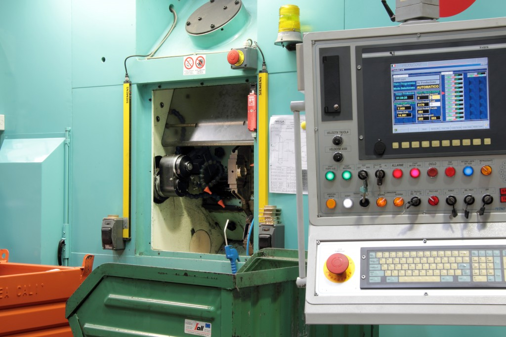 PRECISION MACHINING WITH TRANSFER MACHINES AND CNC WORKING CENTERS